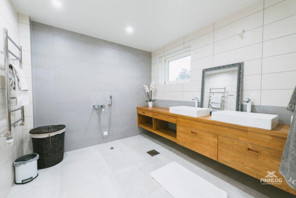 Woden Finnlog Holzhaus Badezimmer